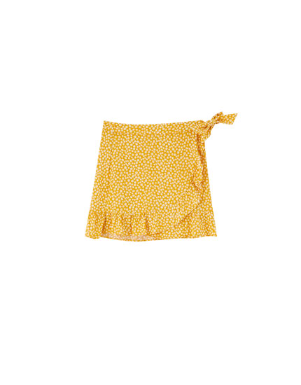 Daisy print wrap mini skirt