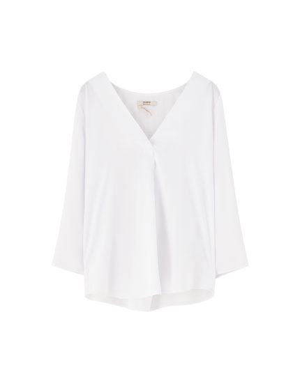 Basic satiny V-neck blouse