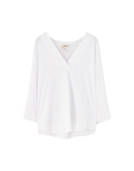 Satinierte Basic-Bluse mit V-Ausschnitt