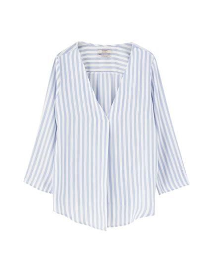 Basic satiny V-neck blouse