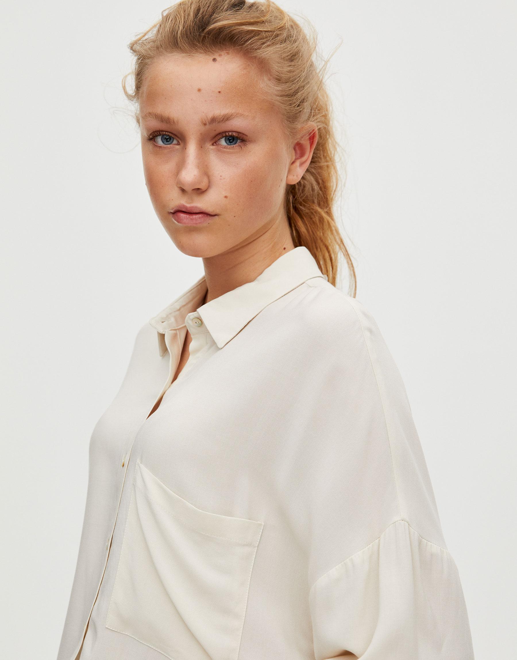 aa2d2b87 Oversized short sleeve shirt. Pullbear Pullbear. 19.90 $