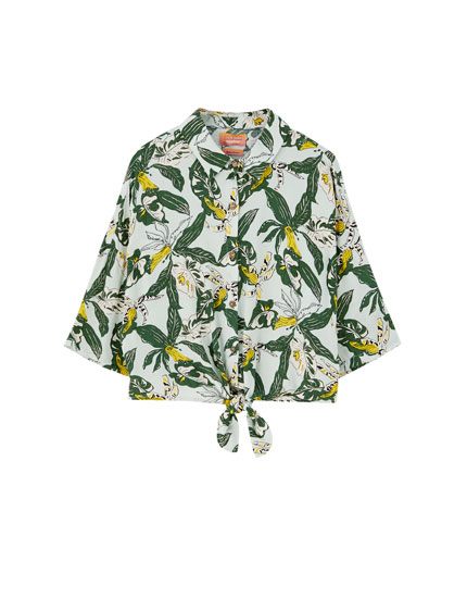 Sadie Sink leaf print shirt