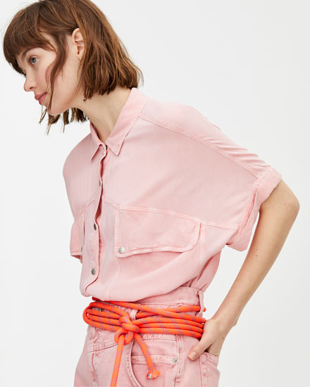 Rosa Hemd mit kurzen Ärmeln