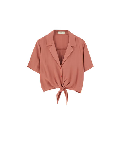 Short sleeve shirt with front knot