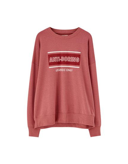 Round neck sweatshirt with slogan