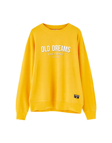 Sweatshirt med tekst foran