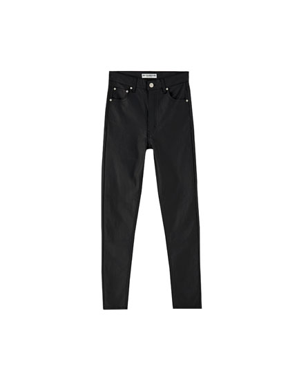 Pantalón coated skinny fit