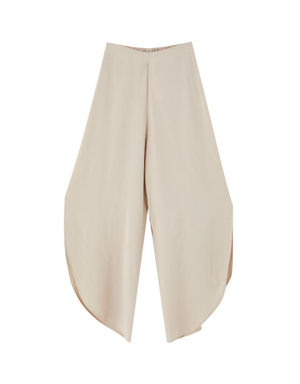 Rustic trousers with vents