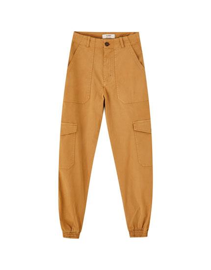 Pantalón cargo bajos elásticos