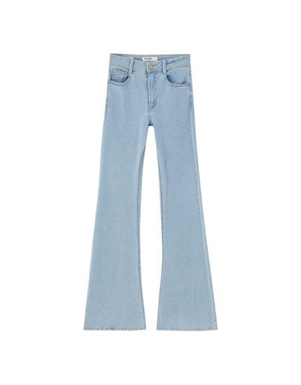 Jeans mit Schlag und hohem Bund