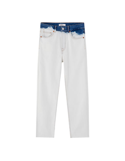 Jeans mom fit com pormenor de tie-dye