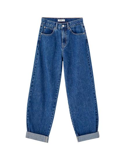 Bredbenede jeans med oprullede buksebenskanter