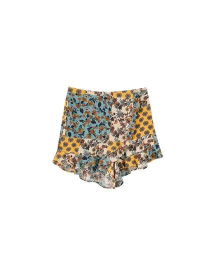 Loose-fitting patchwork shorts