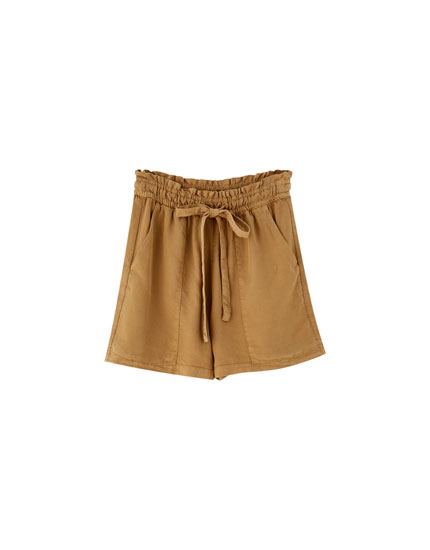 Unifarbene Paperbag-Shorts