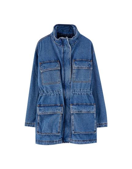 Jachetă din denim cu buzunare în faţă