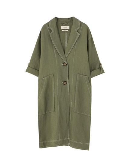 Abrigo verde militar con capucha de pelo