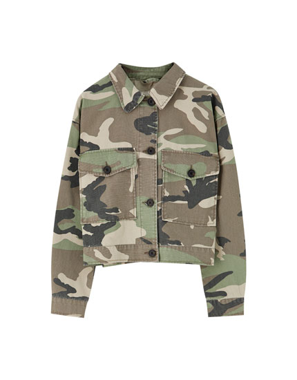 Cropped-Jacke mit Camouflageprint
