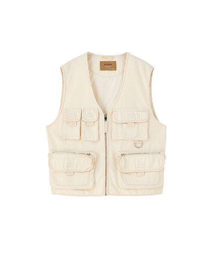 Utility gilet with multiple pockets
