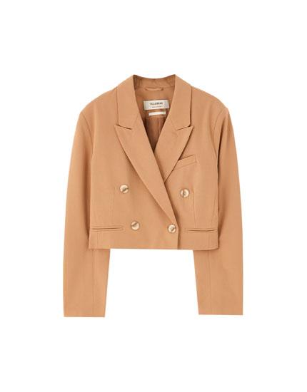 Short buttoned blazer