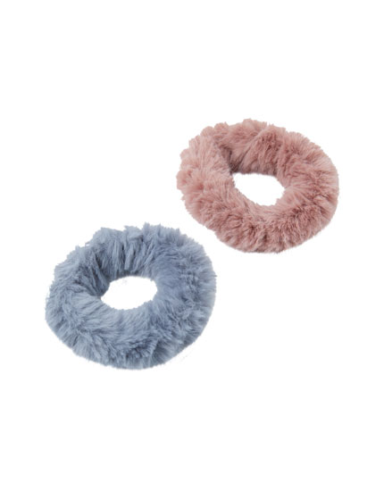 2-pack of faux fur scrunchies