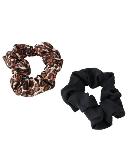 2-pack of leopard print scrunchies