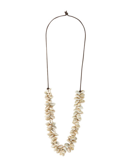 Long necklace with shells