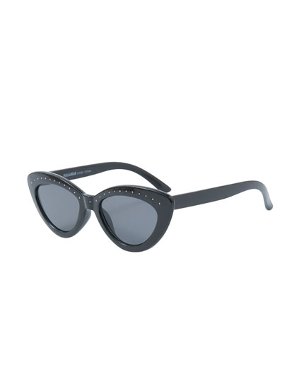 Cateye sunglasses with mini studs