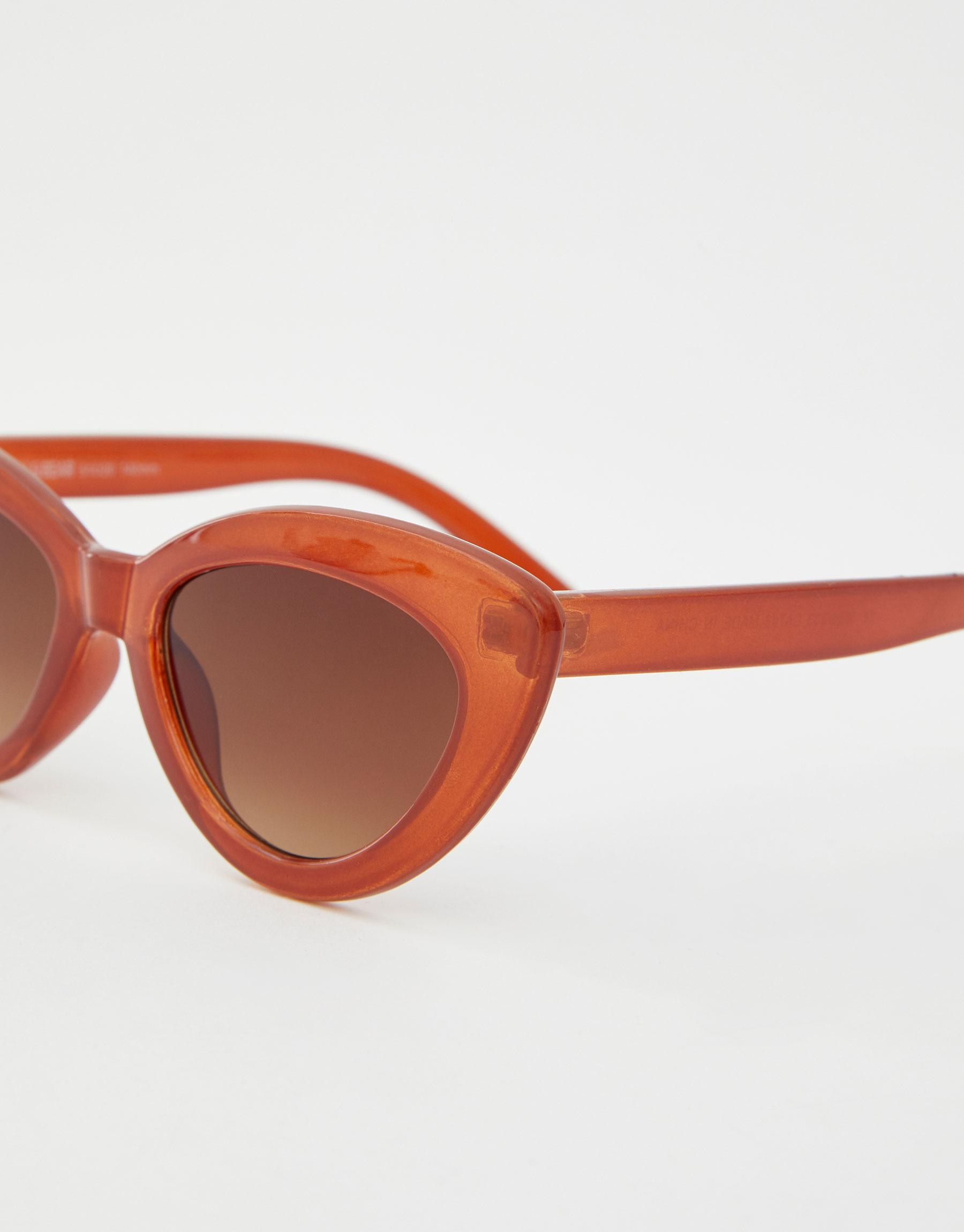 95041ef62cb7 Modalite - Pullbear Caramel-coloured cat-eye sunglasses