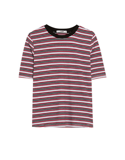 Short sleeve T-shirt with trimmed neckline
