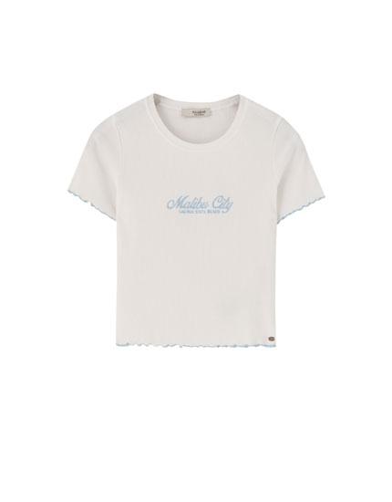 89f455a2297a06 Cropped-Shirt mit kontrastfarbenen Steppnähten