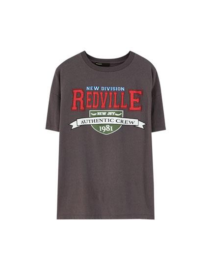 College-t-shirt med tekst