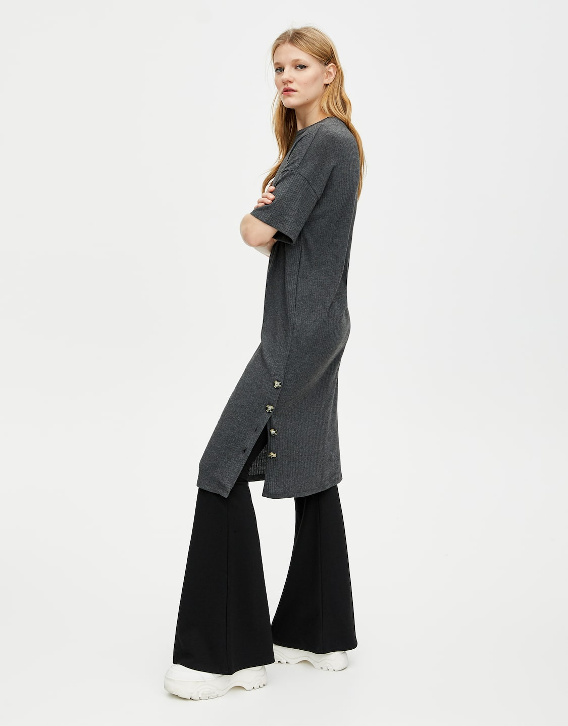 5fae5c1ad70 Μίντι φόρεμα με ύφανση ριπ και κουμπιά. Κωδικός προϊόντος 9393237