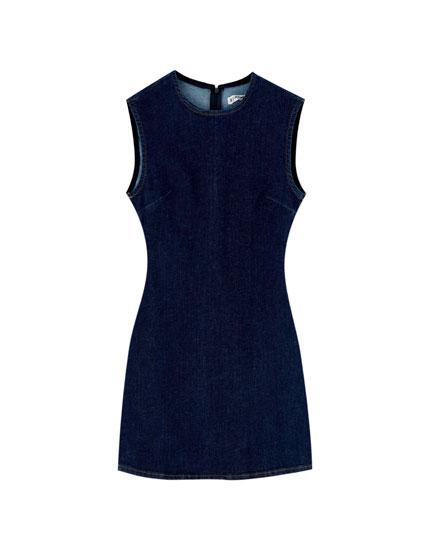 Short round neck denim dress