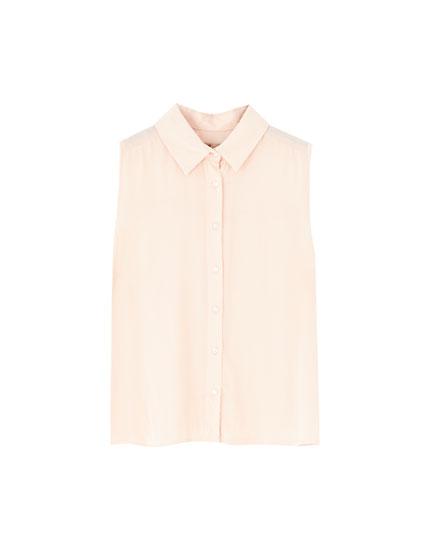 Basic sleeveless shirt