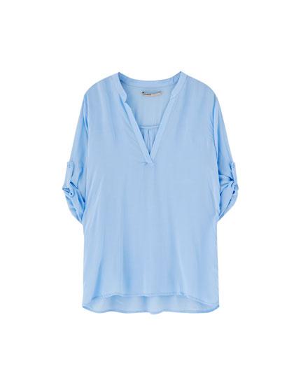 Krekls ar stāvu apkakli