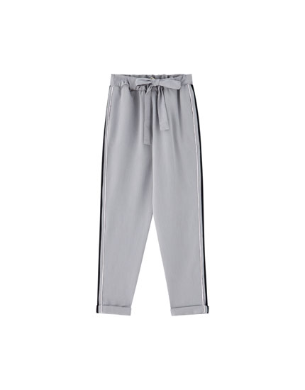 Jogging trousers with stripe and trim