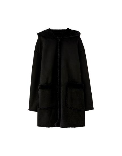 Abrigo de doble faz con capucha