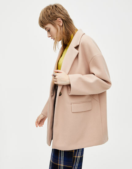 Cocoon coat with single-button fastening