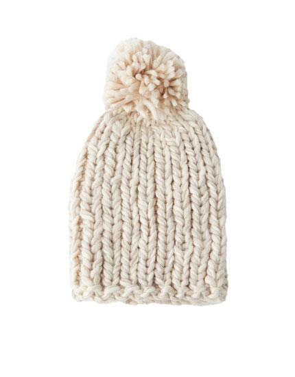 Chunky knit pompom hat