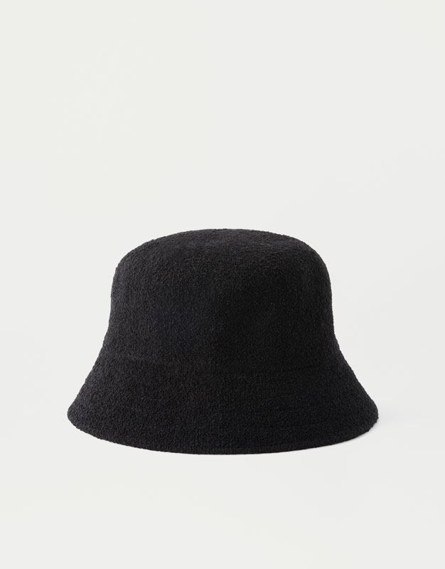 Black hat - PULL BEAR ece3d4a0c85