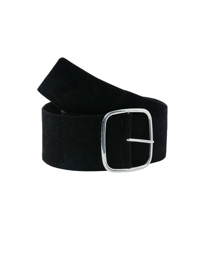 Wide belt with maxi buckle