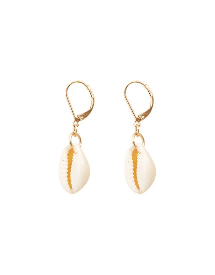 Small hoop earrings with seashell