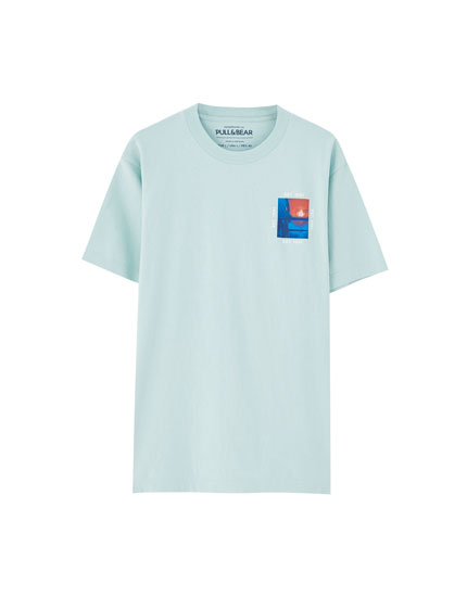 T-shirt illustration poitrine manches courtes