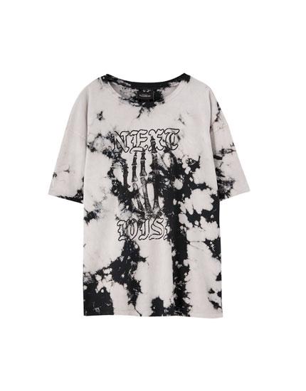 Camiseta tie-dye mano esqueleto