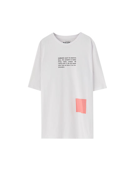 Slogan T-shirt with pink square
