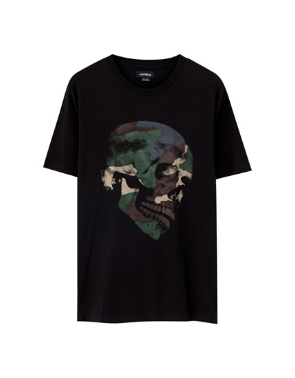 Black T-shirt with camouflage skull