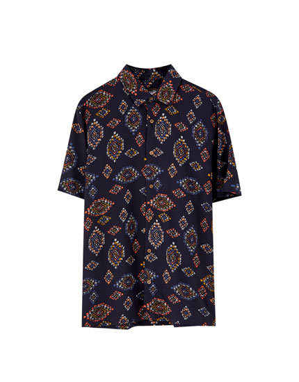 Short sleeve shirt with decorative print
