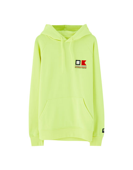 Neonfarvet sweatshirt med hætte