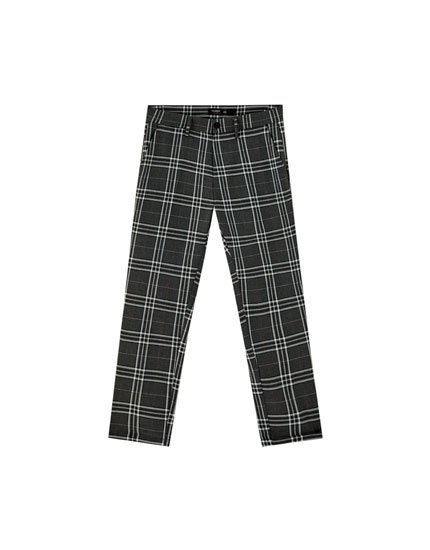 Chino trousers with large checks