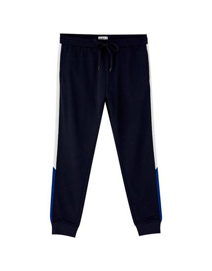 Calças jogging com banda lateral